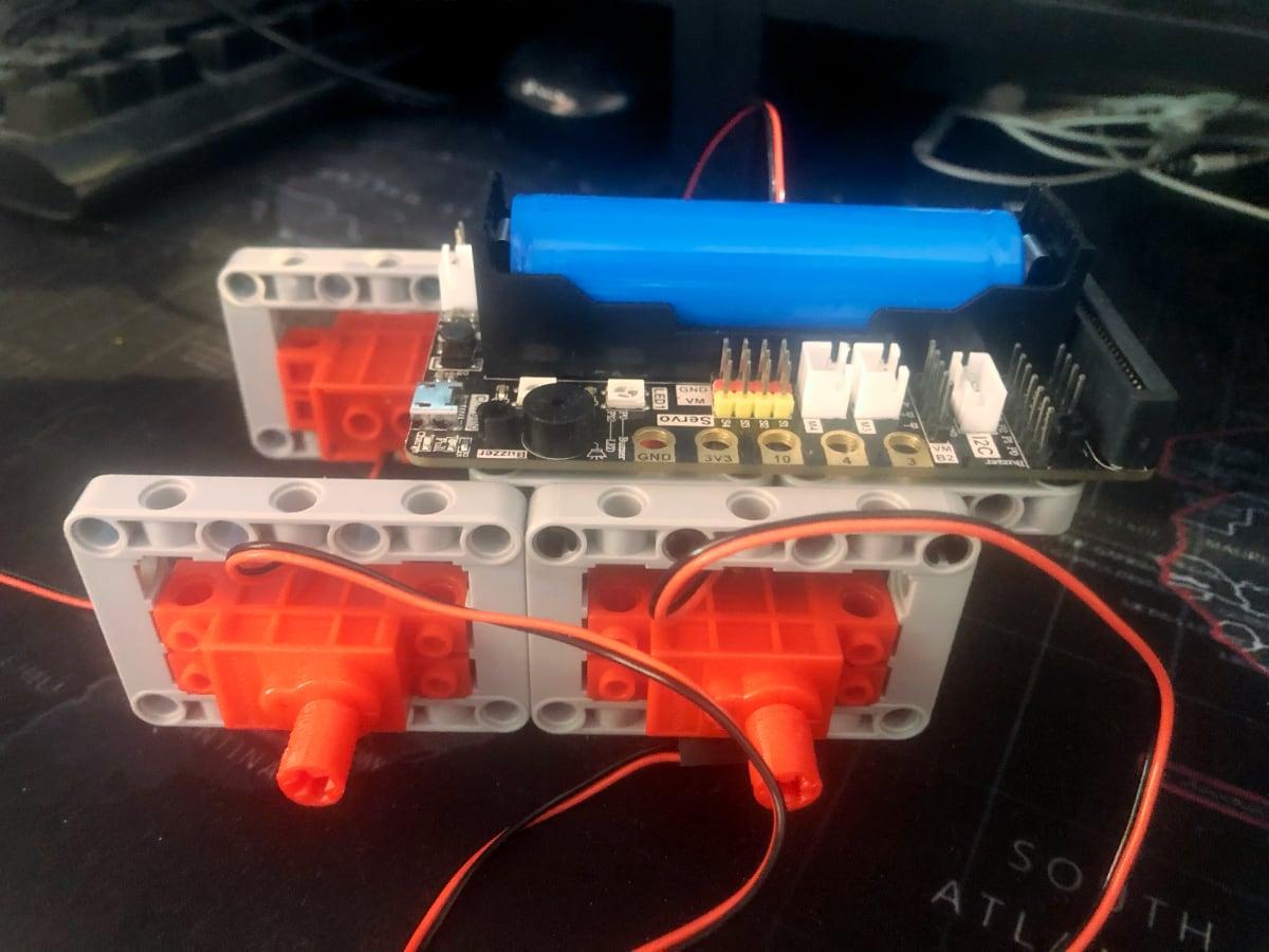 estructura coche robot con motores